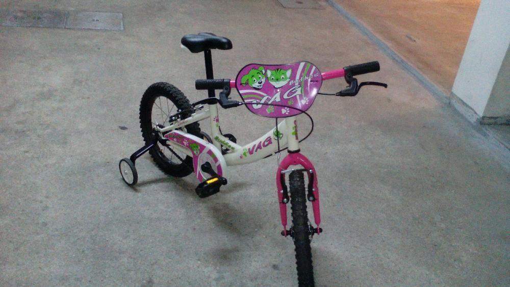 Bicicleta de criança como nova