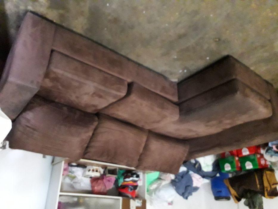 Sofá de sala em pele, com chaise longue