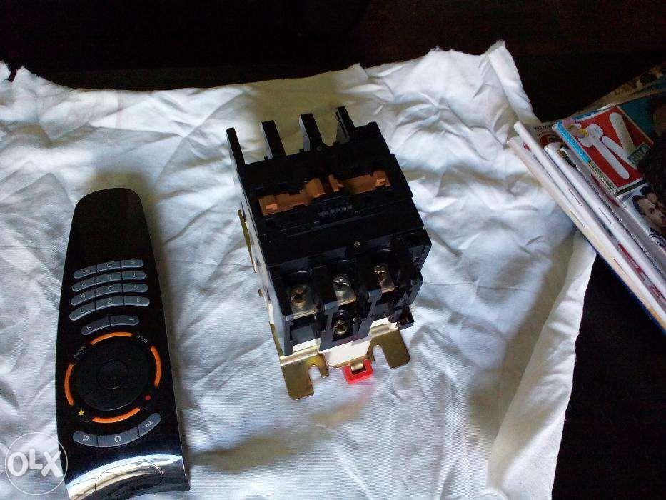 Contactor trifásico de 40 a 60 AMP. Com bobine 220 V AC
