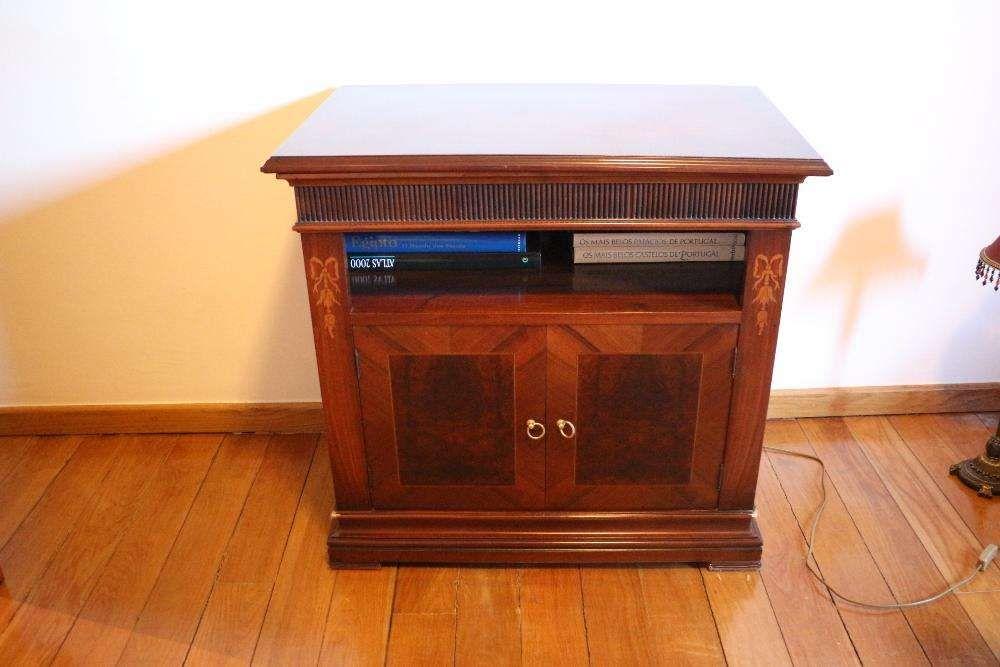 Mesa de TV clássica