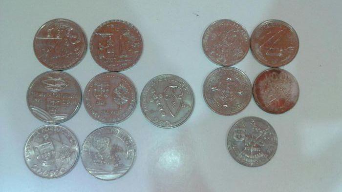 Moedas 100, 200 e 250 escudos