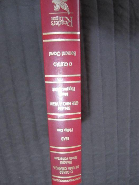 Livro quatro em um