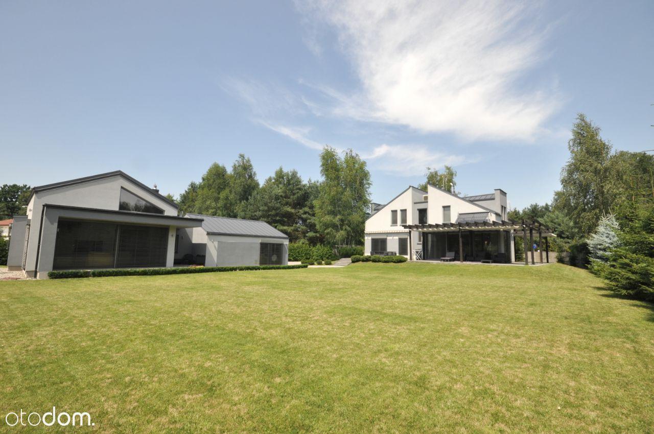 Dom plus Dom Gościnny na 1900m2 w Czarnym Lesie