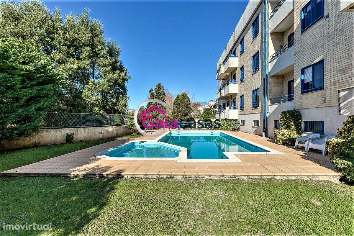 Apartamento T3 Duplex a 1000m da praia de Francelos, garagem e piscina