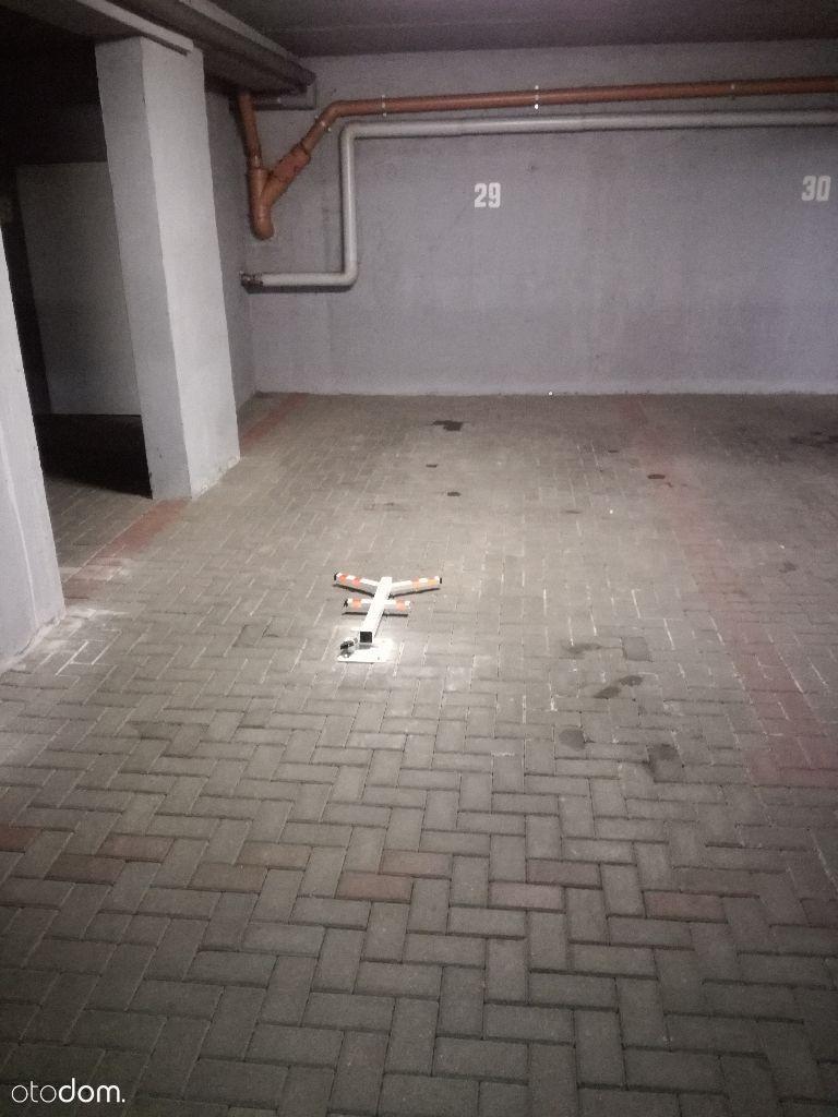 Miejsce parkingowe w hali garażowej. Mogileńska 4