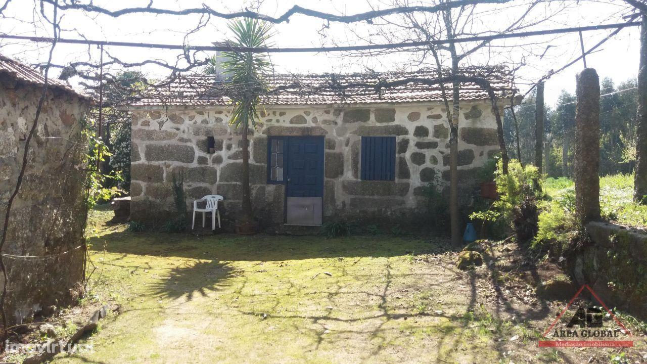 Quinta rural de 12.000 m2 de terreno com 3 casas em pedra * 25€ m2
