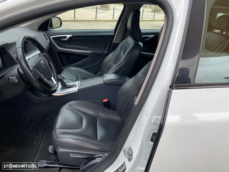 Volvo V60 Cross Country 2.0 D3 Geatronic - 8