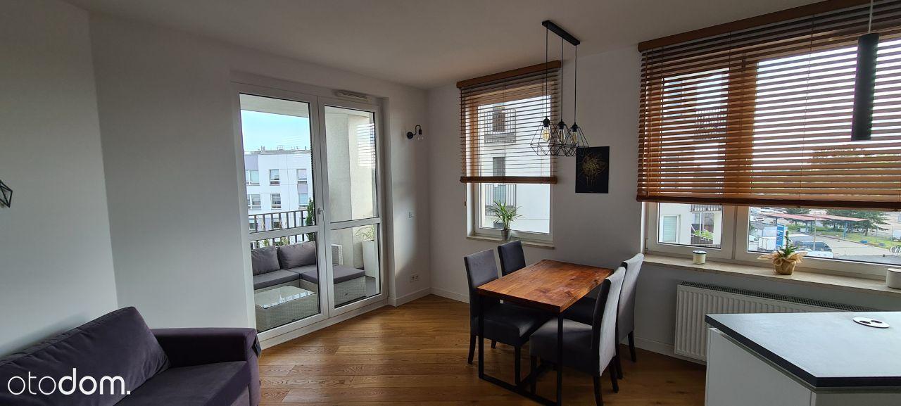 Wysoki standard 2 pokoje, 2 Balkony, Komórka