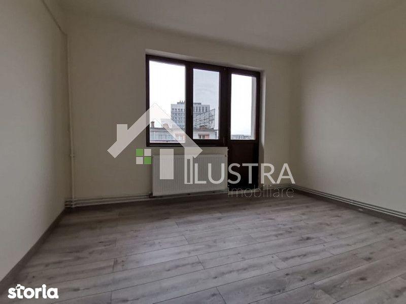 Apartament, 3 camere,  de vânzare, în Centru