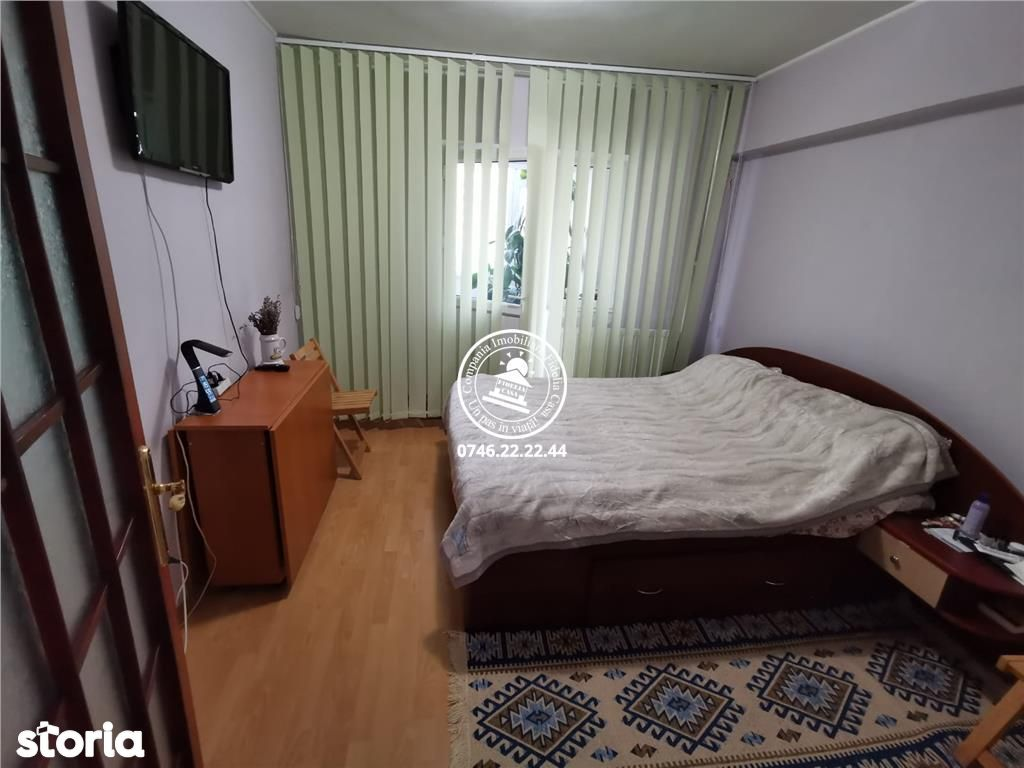 Apartament 4 camere de vanzare Dacia