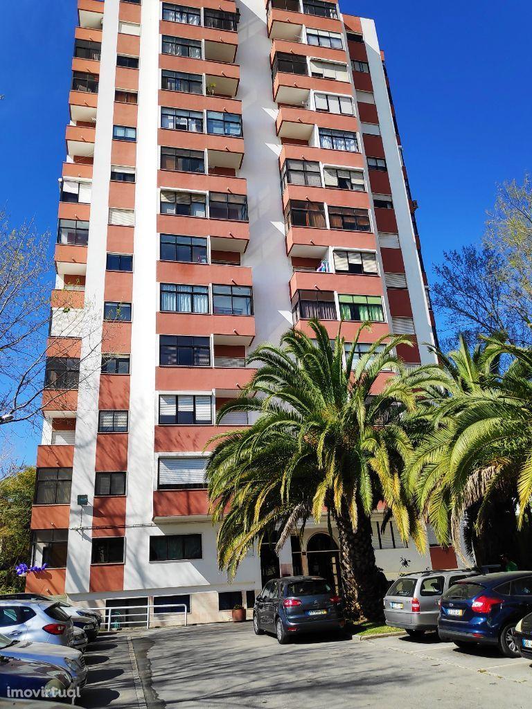 Apartamento T2 junto do Metro de Odivelas