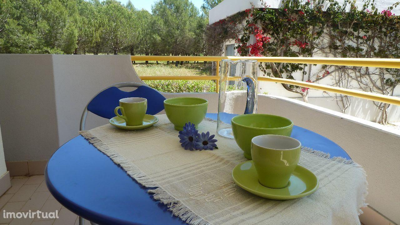 Vilamoura -T1 com piscina e jardim