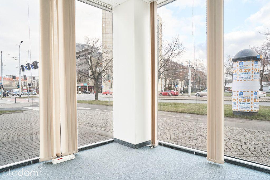 Duża przestrzeń biurowa na parterze