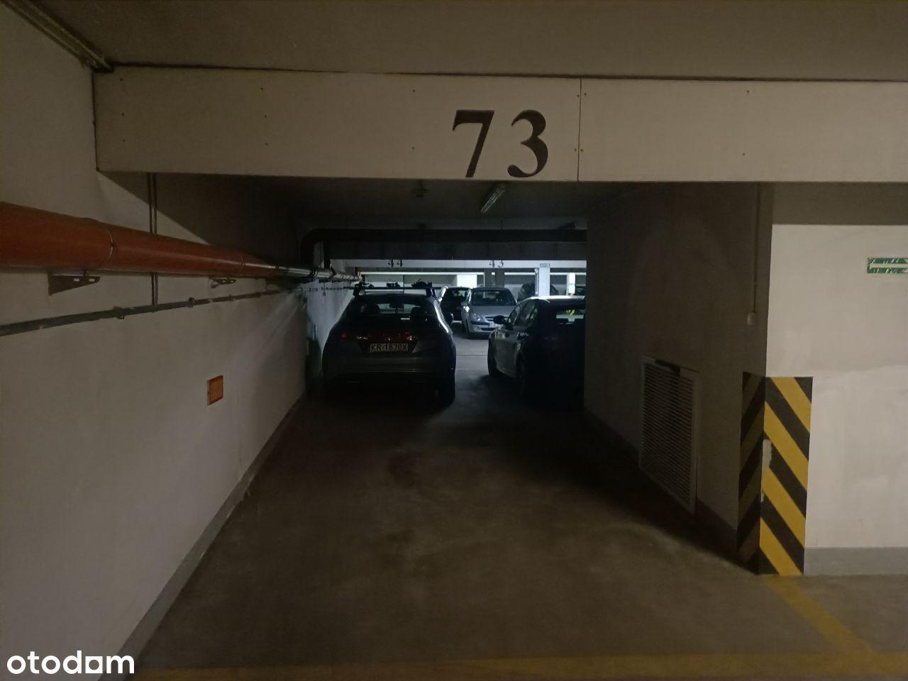 Duże miejsce postojowe w garażu, Łepkowskiego 3