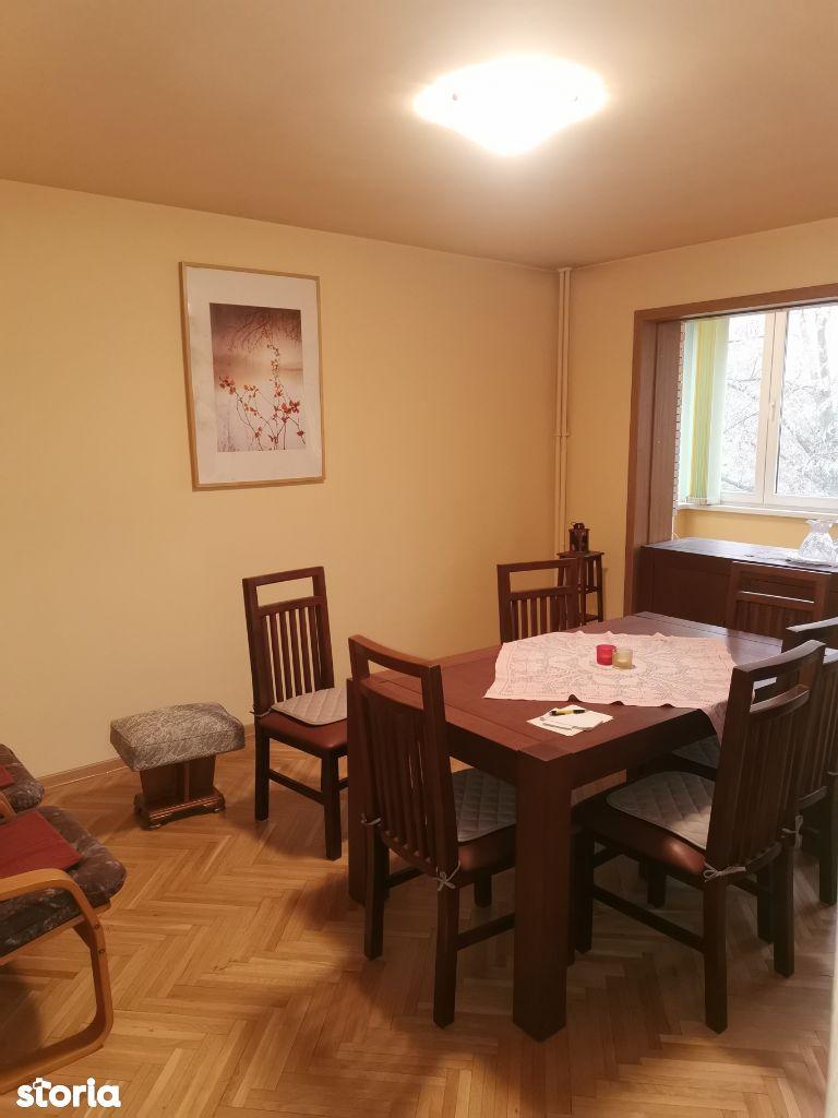 Apartament 3 camere de vânzare