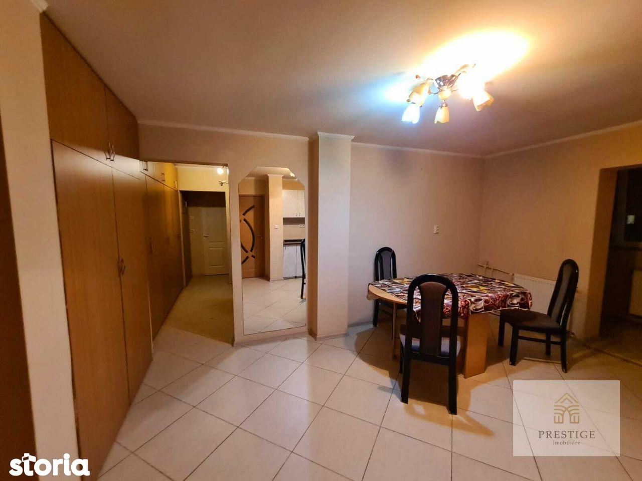 Apartament 3 camere de vanzare in Iosia