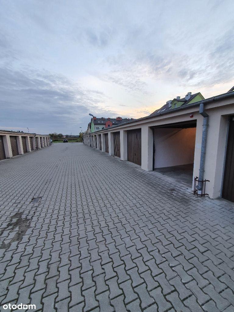 Garaż murowany szeregowy alarm, brama automatyczna