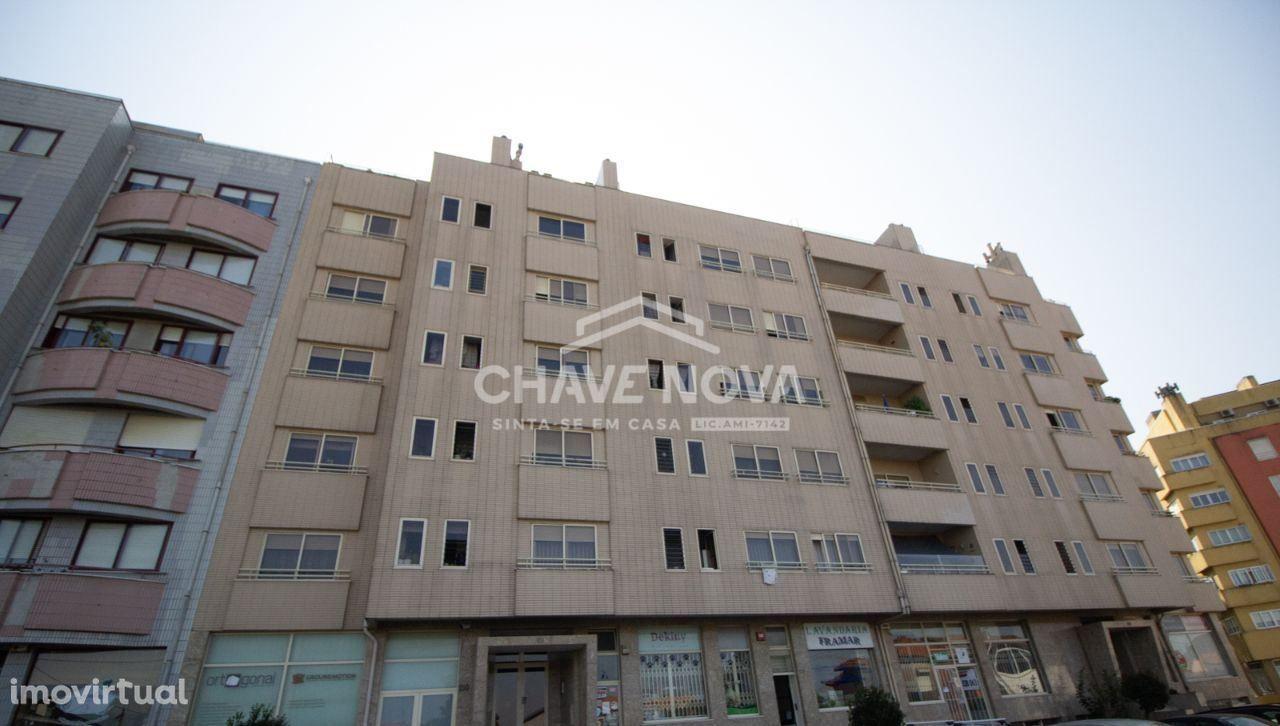 Apartamento T2 c/ Garagem Box em Vilar do Paraíso