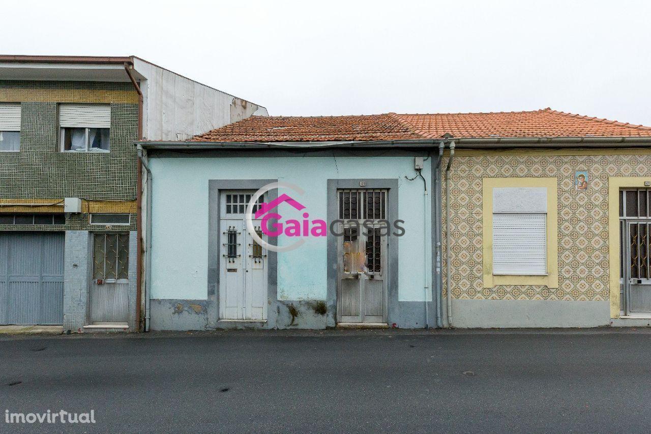 Casa térrea para remodelar inserida em terreno com 391m2 - Coimbrões