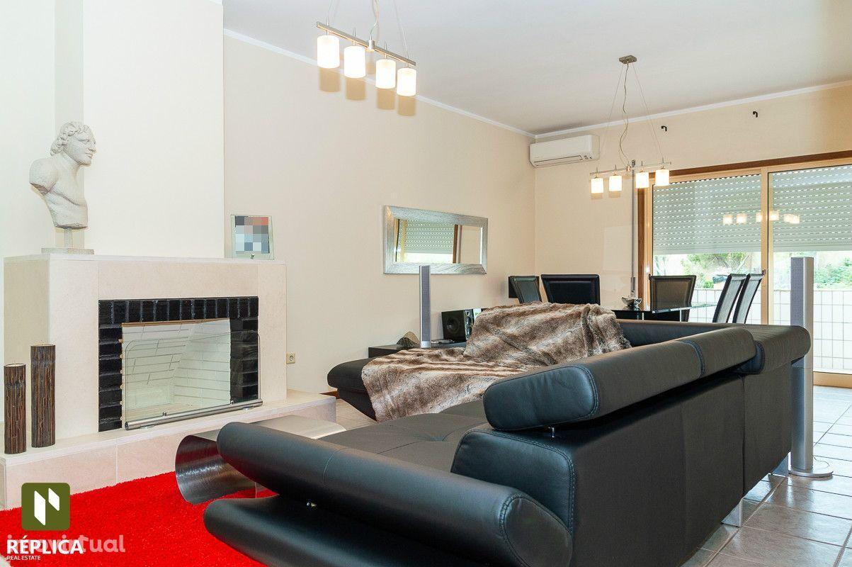 Apartamento T2 com duas varandas, à Suil Park