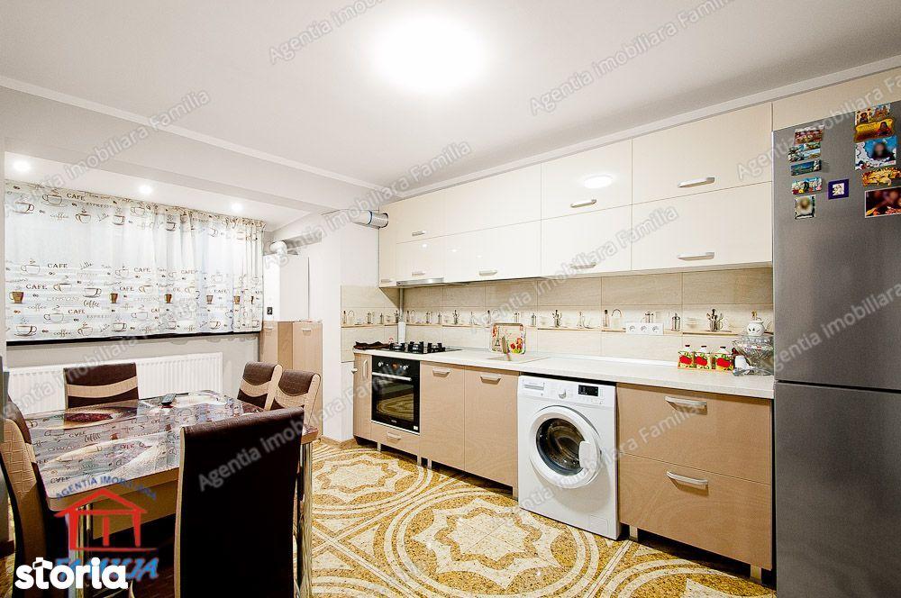 Vanzare apartament cu 4 camere, Micro 20, etaj 4/4