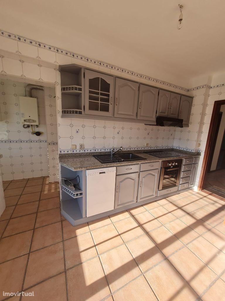 Apartamento T3 - Urbanização Quinta da Borralha (Águeda, Aveiro)