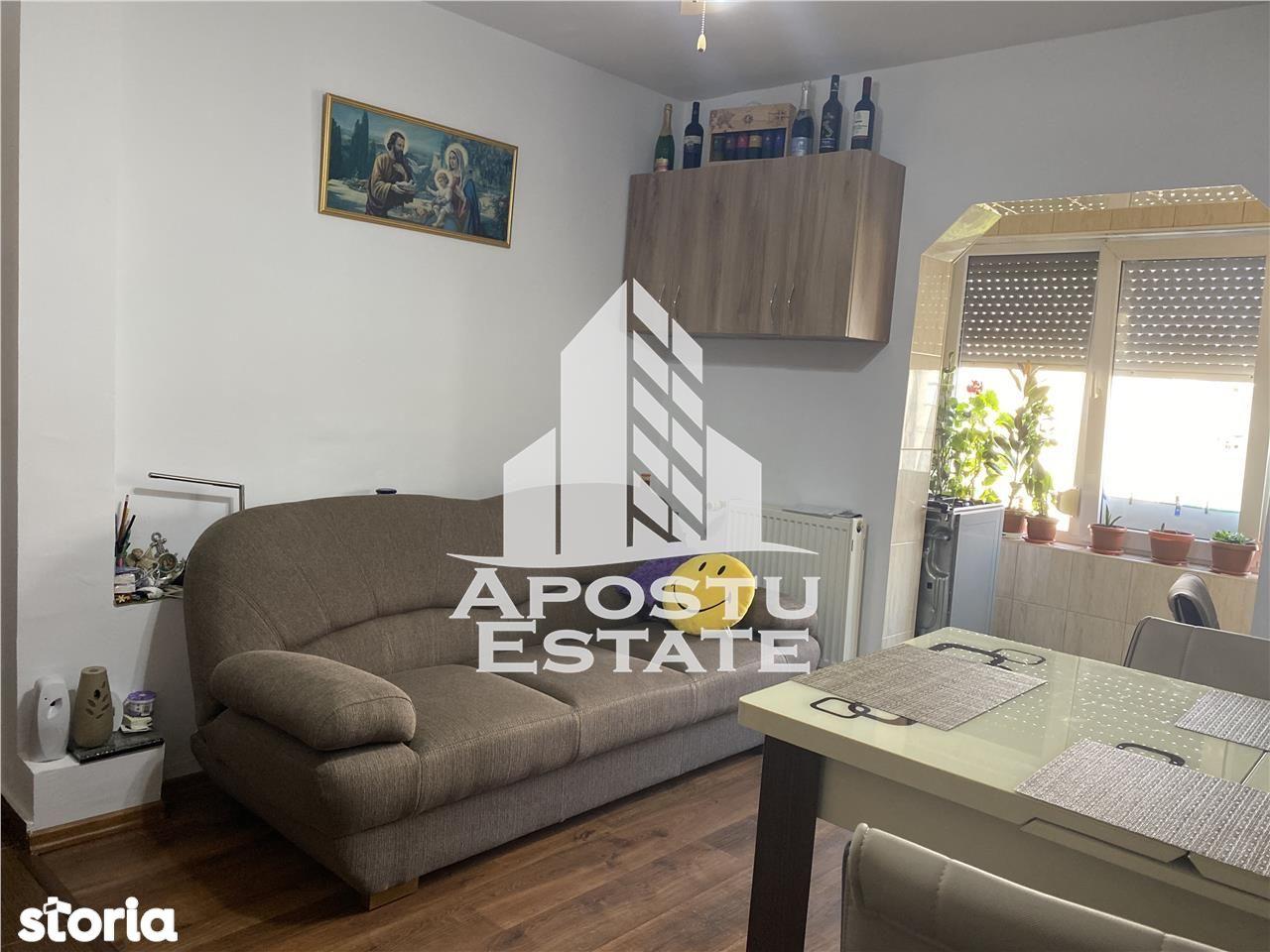 Apartament cu 2 camere Decomandat zona Dorobantilor centrala proprie.