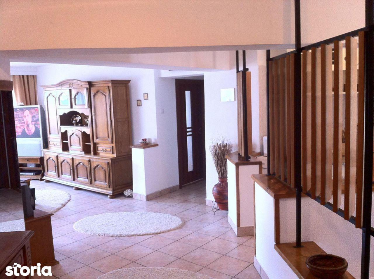 Trocadero stradal-apartament 3 camere decomandat cu gaze