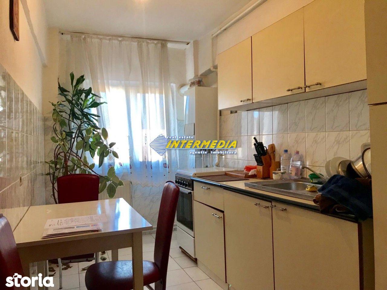Apartament 2 camere decomandat de vanzare Cetate