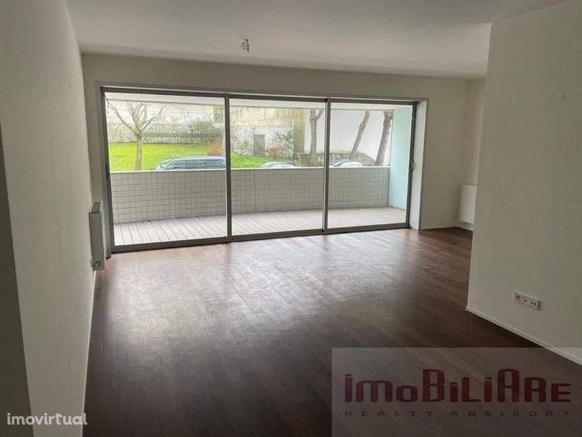 Apartamento T3 novo com varanda