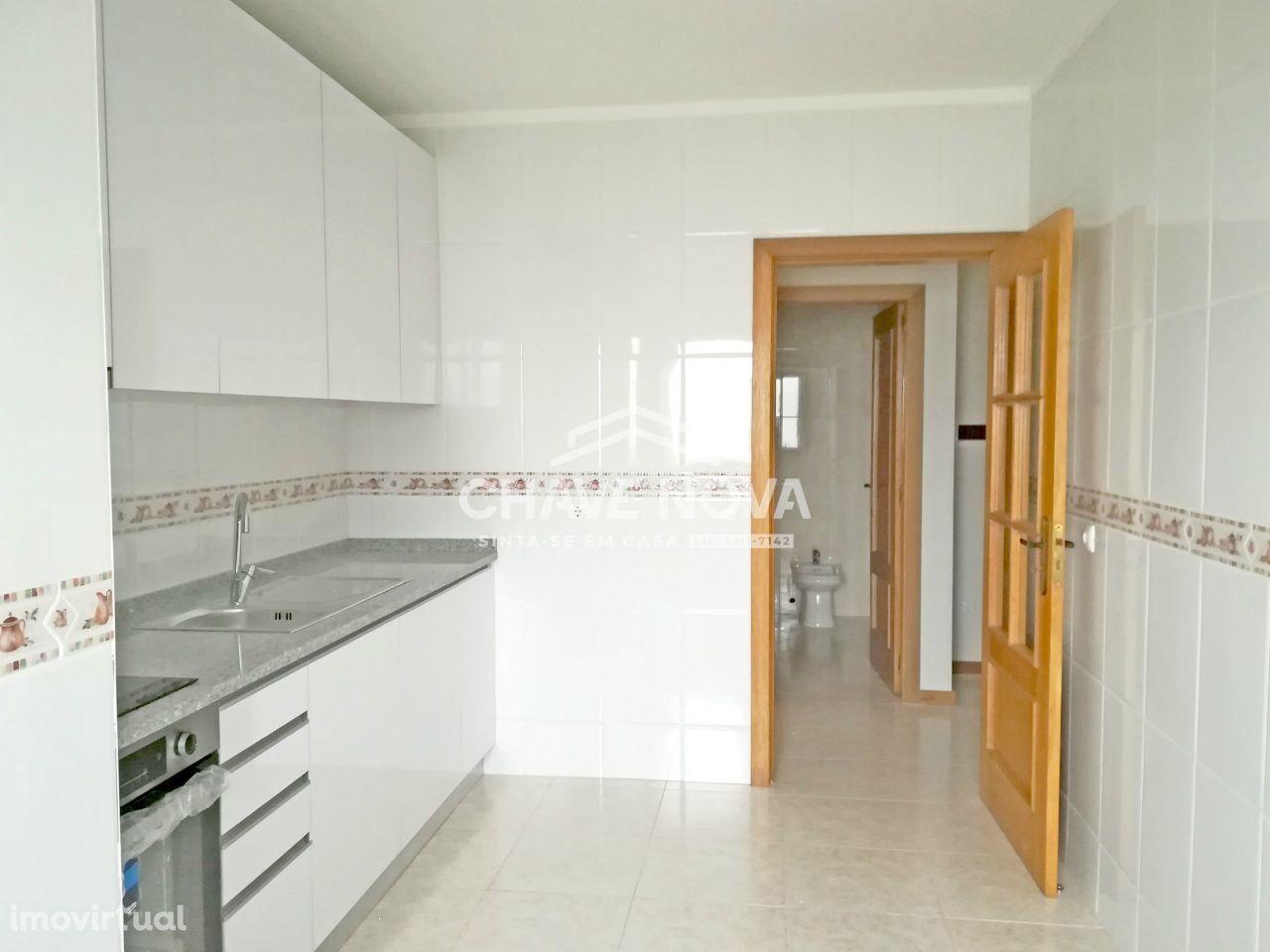 Apartamento T2 recuperado, em Sanfins - Santa Maria Feira
