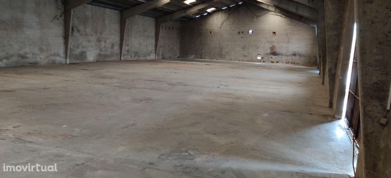 Terreno industrial 6244m2 com armazém de 1200m2