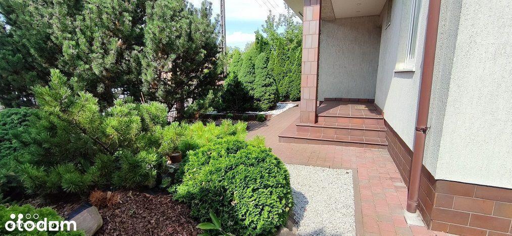 Dom wolnostojący z ogrodem w dobrej lokalizacji -