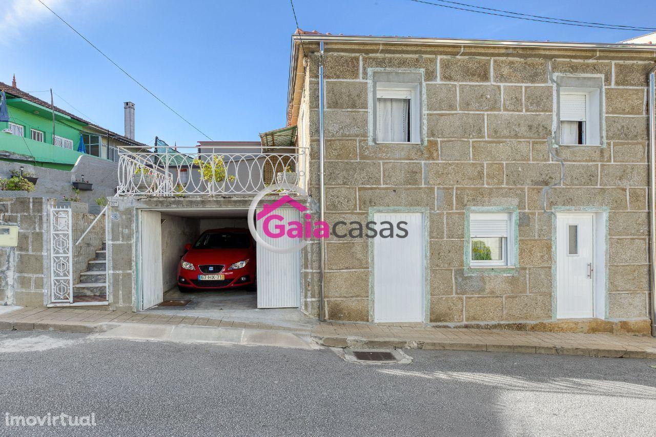 Moradia em Alfena com garagem e grande área de terreno mais anexos