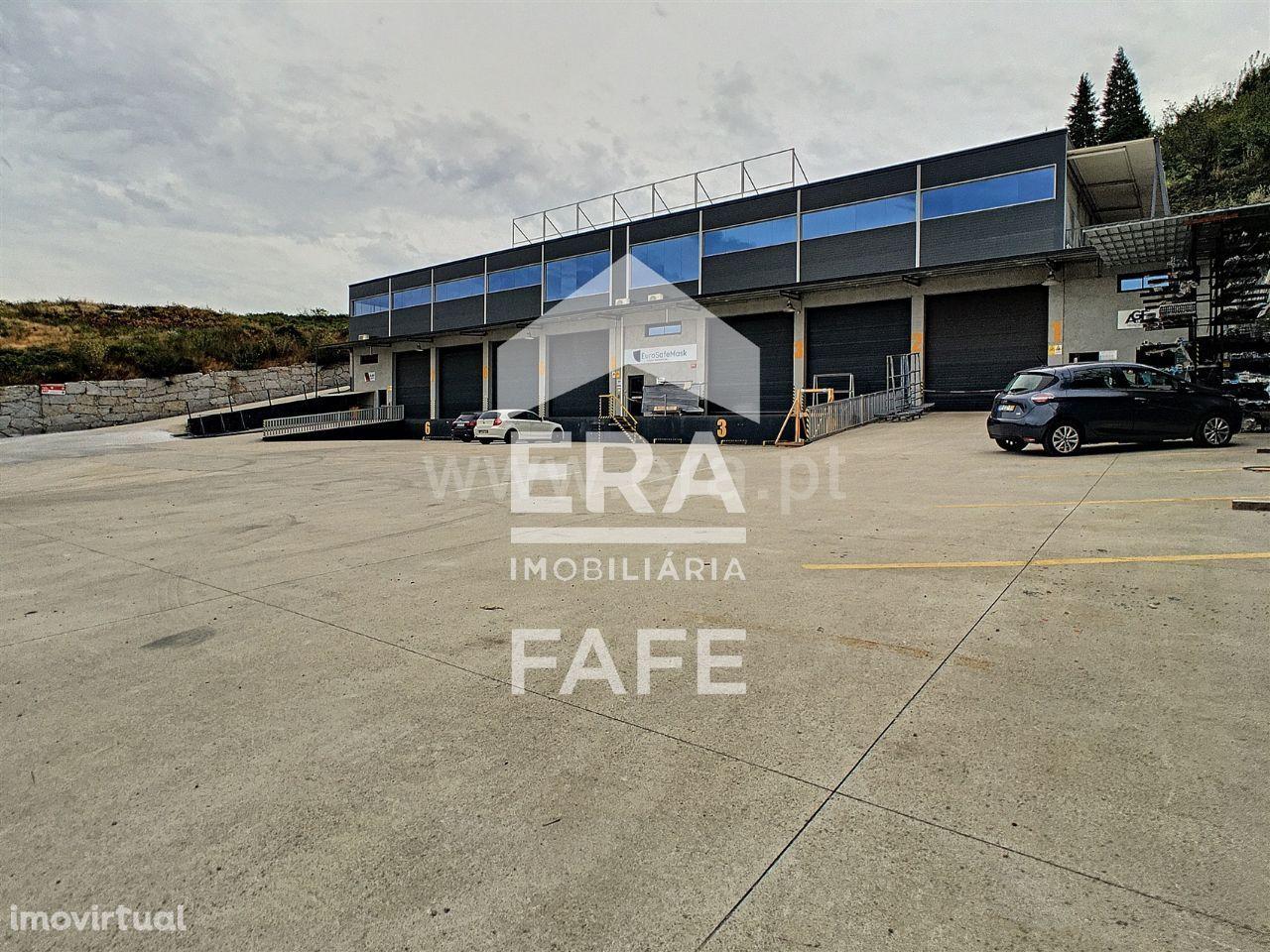 Pavilhão com 240 m2 em Fafe