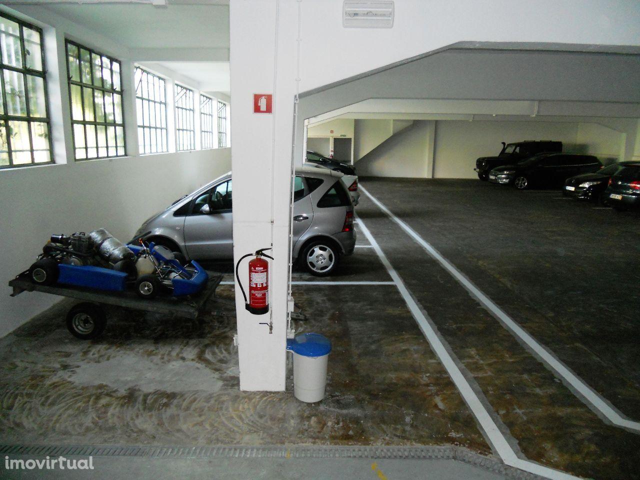 Garagem Recolhas/Lavagens - Porto - Escritório,Terraço = Investimento