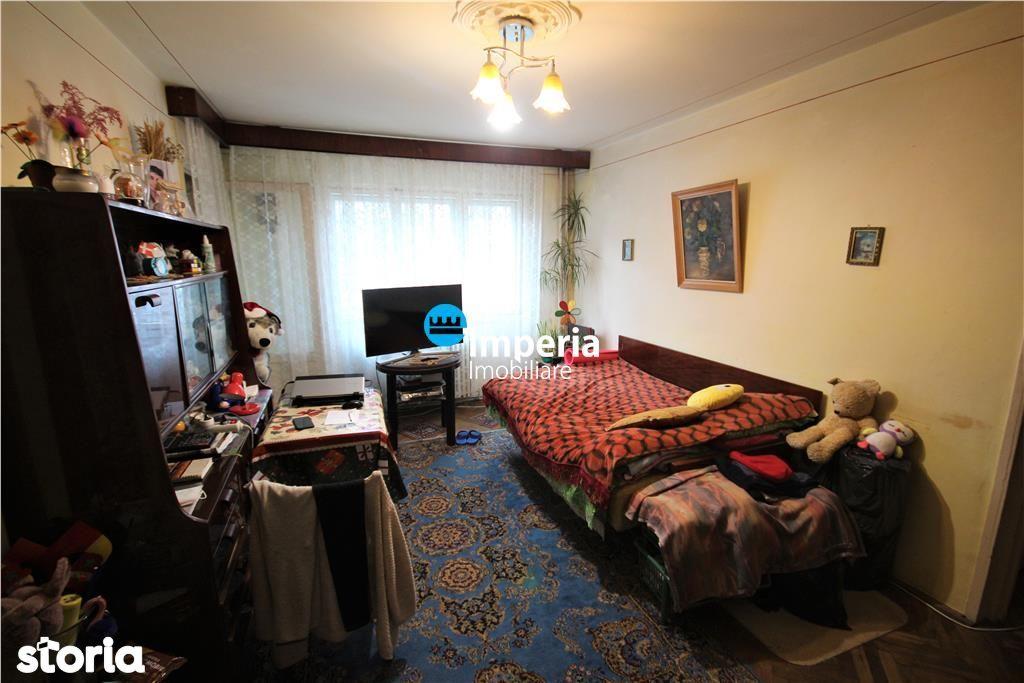 Apartament 3 camere de vanzare in zona Podu Ros