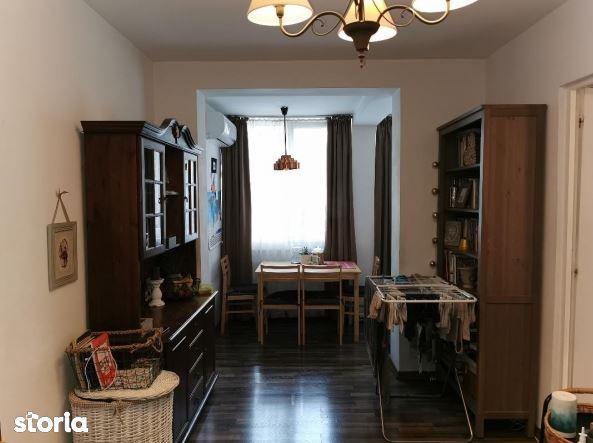 Apartament 3 camere, semidecomandat, zona Dacia, etaj 1