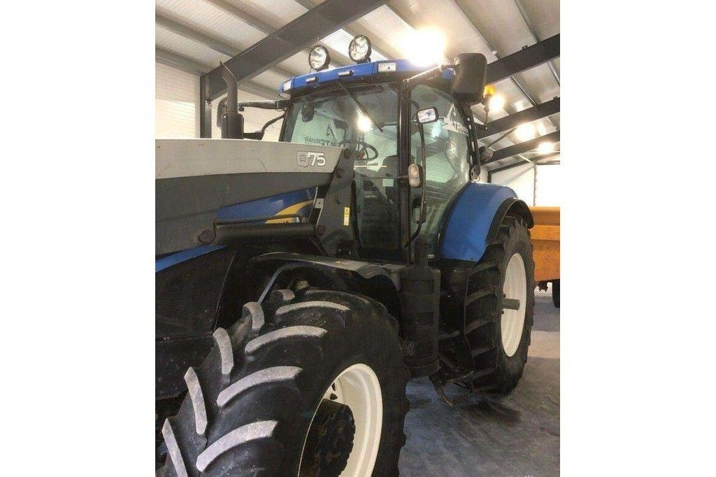 New Holland T7040  New Holland T7040 - 7
