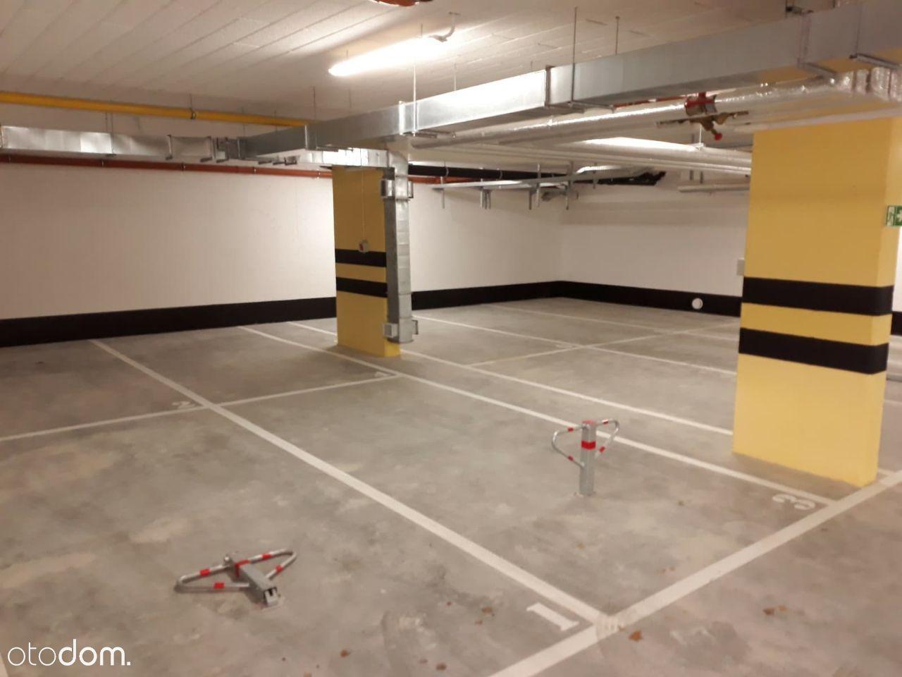 Sprzedam miejsce dwupostojowe w garażu podziemnym