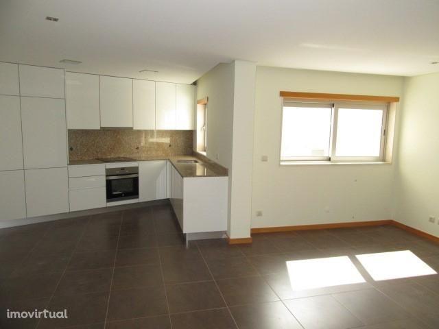 Apartamento T2 Novo com garagem e terraço -V. P. de Âncora