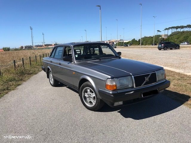 Volvo 240 GL injection (clássico) - 1