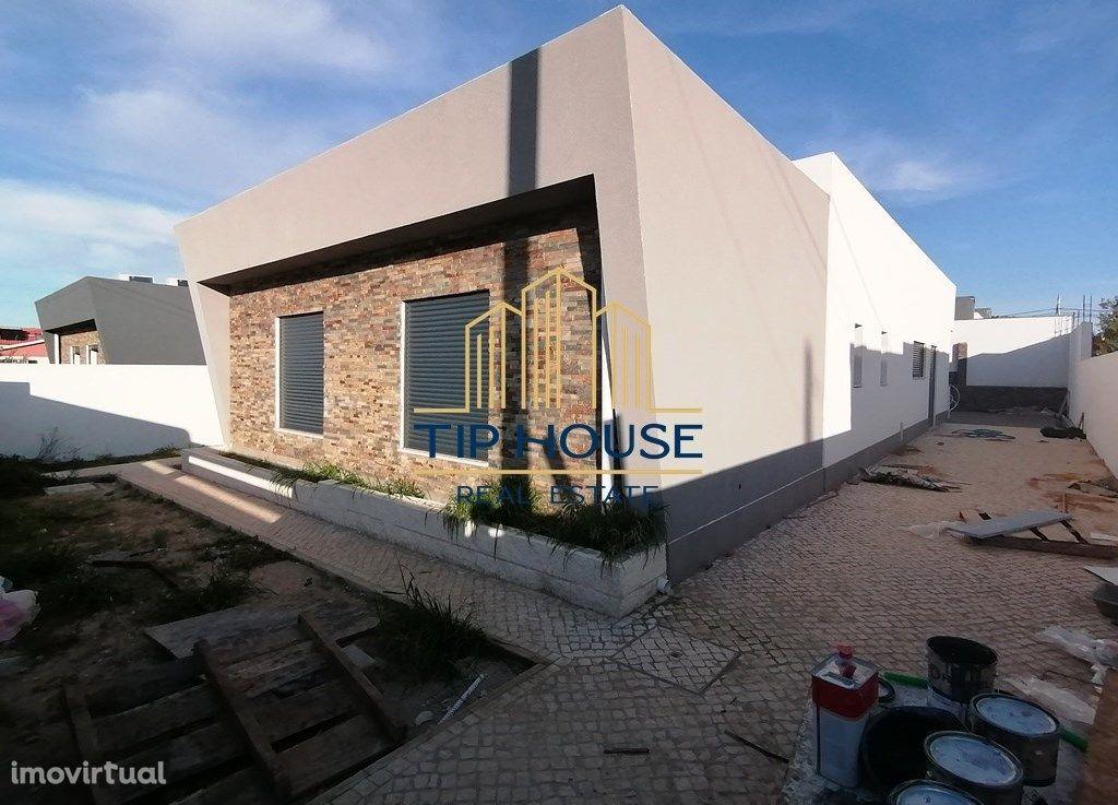 Moradia Isolada T3 c/Garagem e Piscina, em Fernão Ferro