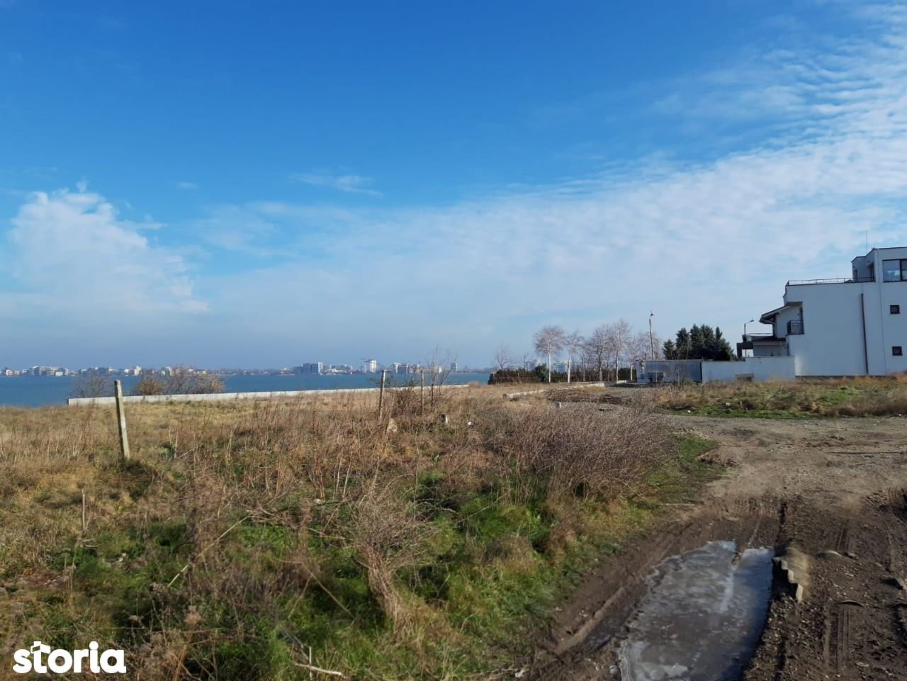 palazu mare- teren 1000 mp cu vedere spre lac