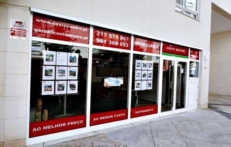 Este moradia para comprar está a ser divulgado por uma das mais dinâmicas agência imobiliária a operar em Loures