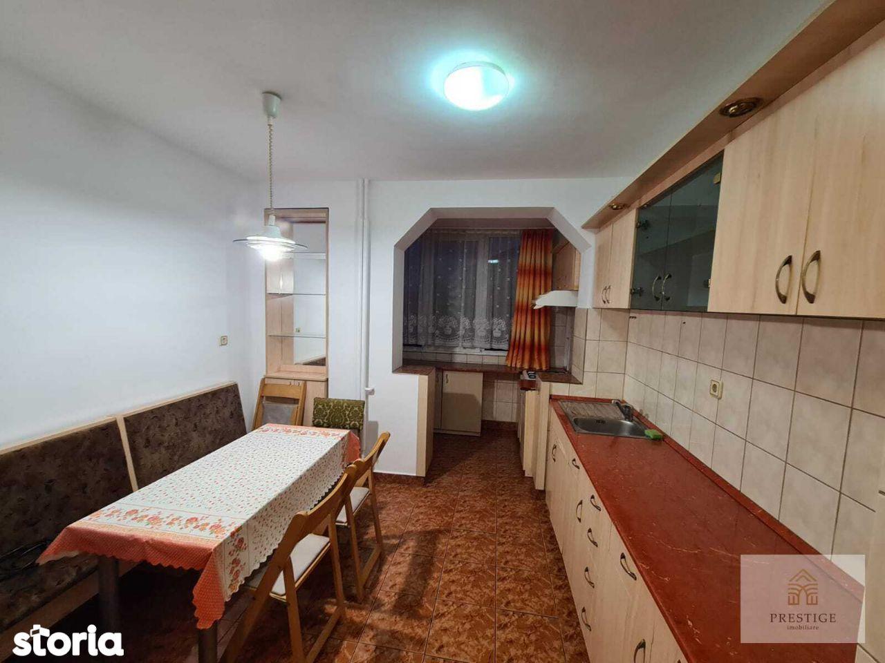 Apartament 3 camere de inchiriat pe Transilvaniei, Rogerius