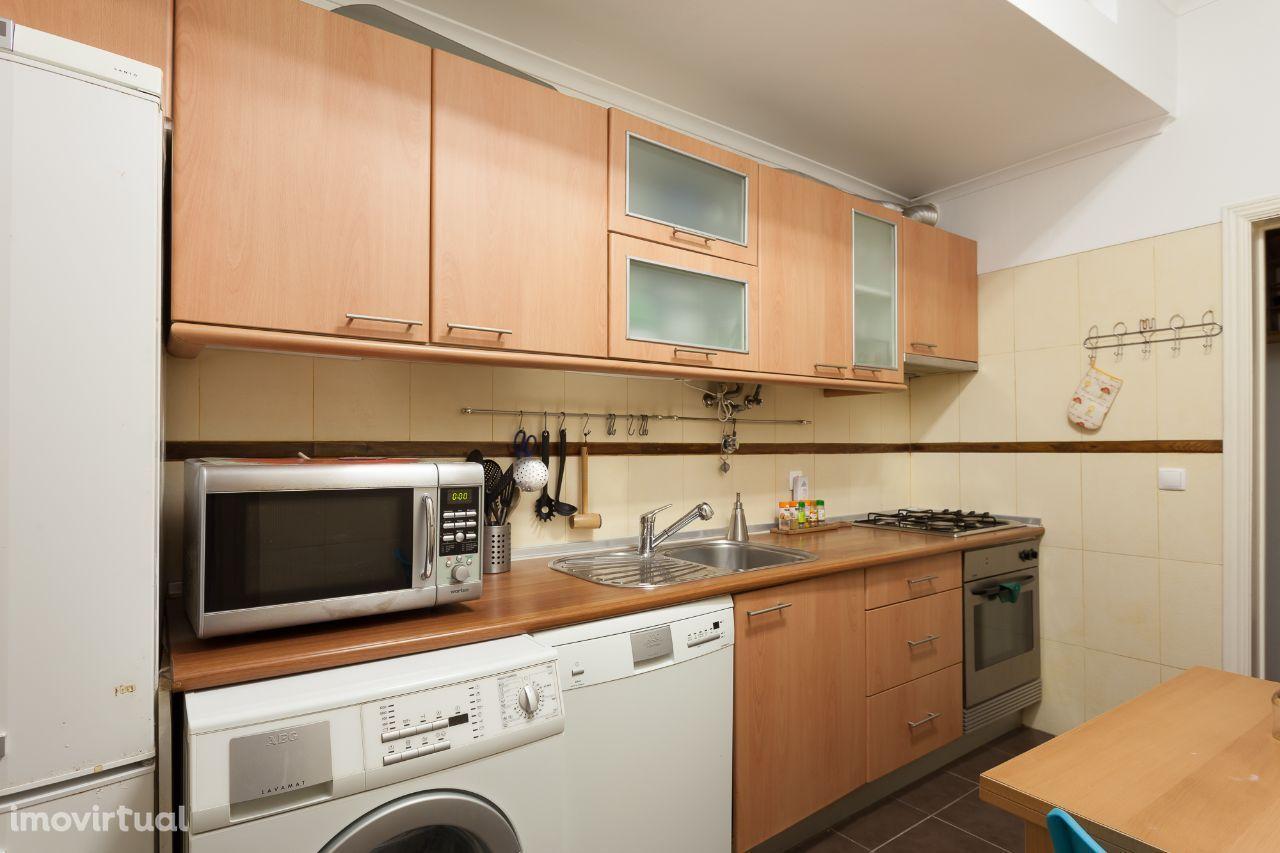 Apartamento T1+1 com logradouro na Graça
