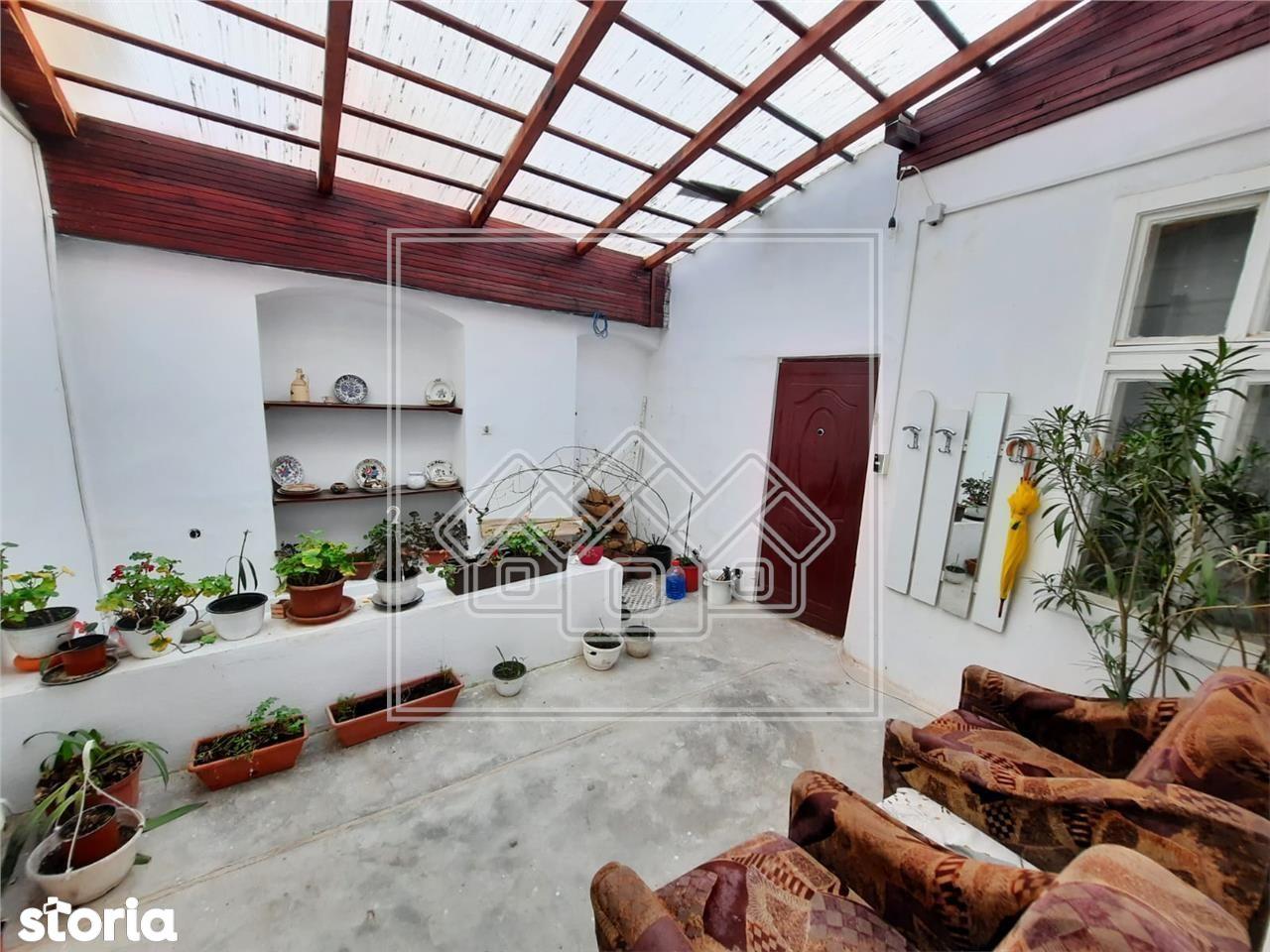 Casa in zona ultracentrala - teren 419 mp, garaj si crama