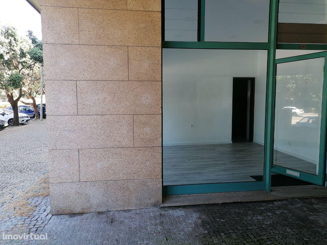 AP-Loja com wc, perto do Paço da Boa Nova. Leça da Palmeira