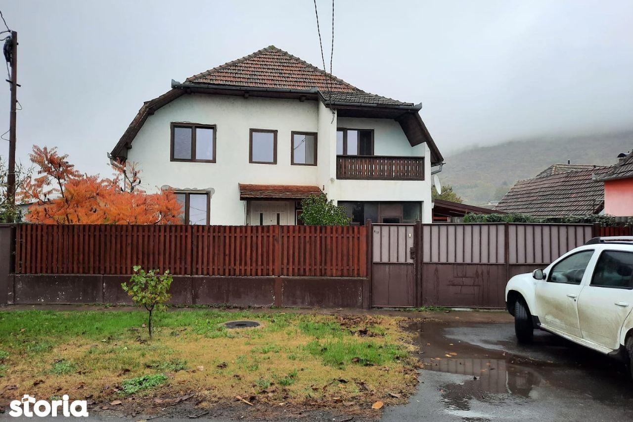 Casa finalizata in anul 2000, P+M, localitatea Paulis